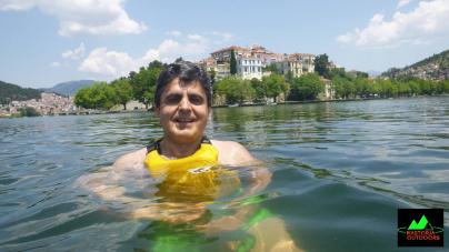 Στη λίμνη για να δροσιστεί ο Ζήσης Τζηκαλάγιας (φωτο)
