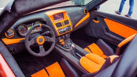 Αυτό είναι το Lada των 1.600 κυβικών με 9.500 ευρώ που πατάει κάτω Porsche