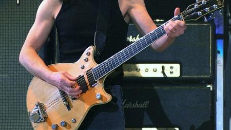 Έφυγε από τη ζωή ο Malcolm Young, θρυλικός κιθαρίστας των AC/DC