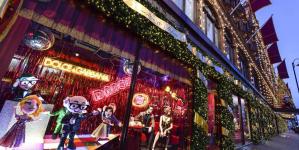 Οι Dolce & Gabbana στόλισαν τις βιτρίνες του Harrods για τα Χριστούγεννα- Παραμυθένιο σκηνικό [εικόνες & βίντεο]