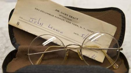 Η γερμανική αστυνομία βρήκε 100 κλεμμένα αντικείμενα του Τζον Λένον -Γυαλιά, ημερολόγια, παρτιτούρες [εικόνες]