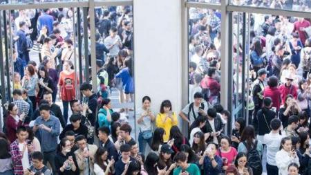 ΕΞΩΦΡΕΝΙΚΑ ΜΕΓΕΘΗ Σήμερα, Σάββατο, οι Κινέζοι ξόδεψαν 20,6 δισ. ευρώ για ψώνια [εικόνες]