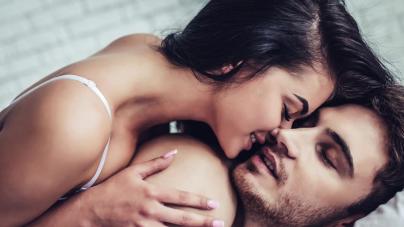 Αν ο σύντροφός σου κάνει αυτά τα μικρά πράγματα στο σεξ, τότε σε αγαπάει πραγματικά