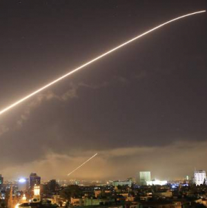 ΗΠΑ, Βρετανία και Γαλλία χτύπησαν στόχους στη Συρία -Ολες οι εξελίξεις [εικόνες&βίντεο]