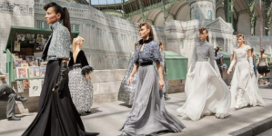 Το τελευταίο σόου της Chanel ήταν μια ωδή στο Παρίσι -Τα λιθόστρωτα έγιναν κεντήματα, τα σύννεφα φούστες [εικόνες]