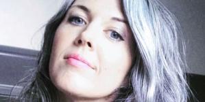 Xιλιάδες γυναίκες σε όλο τον κόσμο σταματούν να βάφουν τα μαλλιά τους -Τι συνέβη