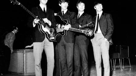Οταν οι Beatles μπήκαν στο στούντιο και τραγούδησαν Μίκη Θεοδωράκη [βίντεο]