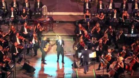 Ο Pavlo στο Ηρώδειο με τον Μάριο Φραγκούλη