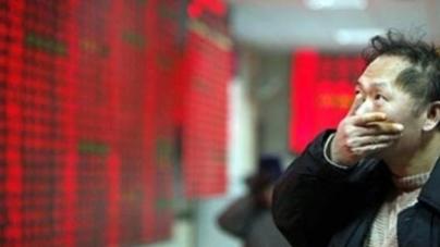 Γιατί η Κίνα γκρεμίζει τις αγορές σε χαμηλό ρεκόρ αιώνα