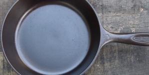 8 βήματα για να καθαρίσεις την σκουριά από το παλιό σου τηγάνι