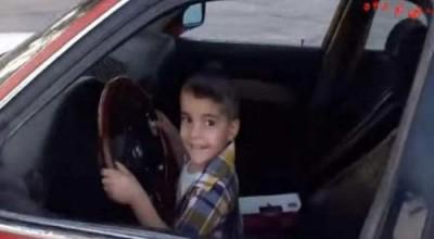 3χρονο αγόρι κάνει drift και «σπάει» το διαδίκτυο (βίντεο)