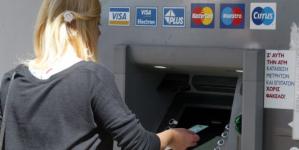 Capital controls: Στα 840 ευρώ ανά δυο εβδομάδες το όριο – Τι αλλάζει