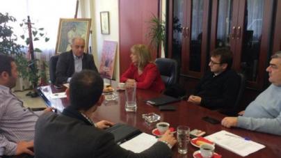 Σε μια σειρά συναντήσεων που ξεκίνησε με πρωτοβουλία της Αναπληρώτριας Αντιπεριφερειάρχη Πέλλας κ. Αθηνάς Αθανασιάδου – Αηδονά με τοπικούς φορείς