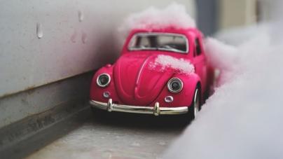 Tα 10 πράγματα που πρέπει να έχεις στο αυτοκίνητό σου όταν κάνει κρύο