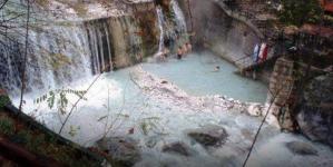Τα λουτρά Πόζαρ έγιναν Βόρειος Πόλος: Δείτε τις εντυπωσιακές εικόνες