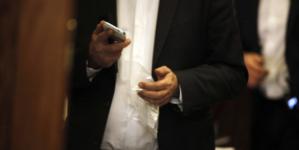 Τειρεσίας στα κινητά! Είσαι αφερέγγυος συνδρομητής; Οι εταιρείες κινητής τηλεφωνίας θα το ξέρουν