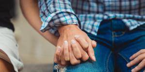 Το νέο trend στις σχέσεις λέγεται love bombing και είναι χειρότερο από το να αδιαφορεί ο άλλος για σένα