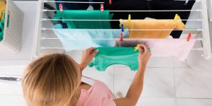 Τι μπορεί να μας συμβεί όταν απλώνουμε τα ρούχα μέσα στο σπίτι