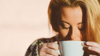 Νέα έρευνα: Τρεις καφέδες τη μέρα κάνουν περισσότερο καλό παρά κακό