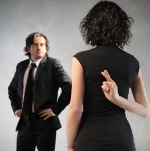 8 Λόγοι που μια γυναίκα σου λέει ψέμματα!