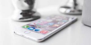 Η Apple το παραδέχθηκε: Το κόλπο της για να… χαλούν τα παλιά iPhone