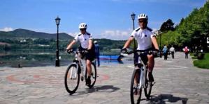 Θετικές οι πρώτες εντυπώσεις του θεσμού της αστυνόμευσης με ποδήλατα στην Καστοριά – Δείτε το βίντεο