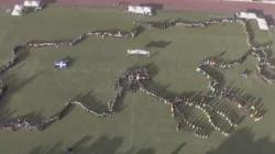Εδεσσα: 1.500 χορευτές σχημάτισαν με τα σώματά τους τη Μακεδονία [εικόνα]