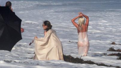 Η παλιά καλή Lady Gaga -Με διάφανο φόρεμα, βούτηξε στο νερό, φάνηκαν τα πάντα [εικόνες]