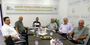 Συνάντηση Γιάννη Κορεντσίδη με τους παλιούς προέδρους του Συνδέσμου Γουνοποιών Καστοριάς (φωτο)