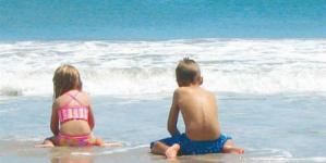 Να μπει το παιδί στην θάλασσα μετά το φαγητό; Δείτε ποια είναι η αλήθεια