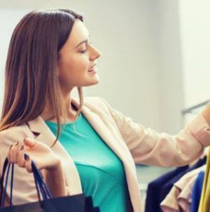 Νέα μόδα: Σταματούν να αγοράζουν ρούχα, νοικιάζουν ακόμη και αυτά που φορούν καθημερινά! [εικόνες]