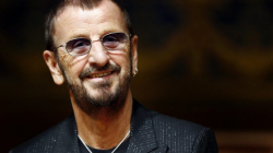 Αειθαλής, ο Ρίνγκο Σταρ – Πλησιάζει τα 80 ο ντράμερ των Beatles (βίντεο)