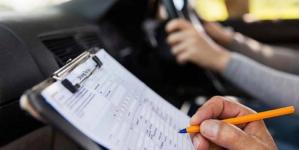 Οι δέκα αλλαγές στα διπλώματα οδήγησης – Στο τιµόνι από τα 17 έτη