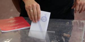 Public Issue: Το 60% θέλει πρόωρες εκλογές -71% η ΝΔ στην παράσταση νίκης