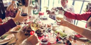 20 απίστευτα απλοί τρόποι για να μην πάρεις κιλά τις γιορτές -Τι προτείνουν οι διατροφολόγοι