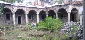 Καστοριά: Ένα μνημείο σπαράζει (φωτογραφίες)