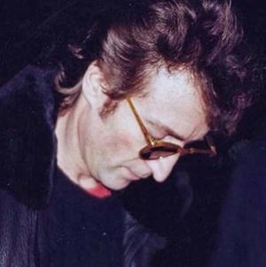 TΟ πιο εμβληματικός μουσικός του 20ου αιώνα , ο Τζον Λένον,  ημέρα που ο Μαρκ Τσάπμαν τράβηξε την σκανδάλη η αθωότητα πέθανε για πάντα