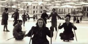 Βόλτες με σάνιες και άλλες ιστορίες στην παγωμένη λίμνη στην παλιά Καστοριά (βίντεο – ρεπορτάζ φωτο.)