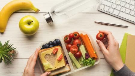 Οι τροφές που θα σε βοηθήσουν να αποτοξινώσεις γρήγορα τον οργανισμό σου μετά τις γιορτές
