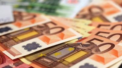 WSJ: Το ευρώ κλείνει τα 20 χρόνια αψηφώντας τους επικριτές του -Aπό τα πιο σημαντικά γεγονότα στη μεταπολεμική Ευρώπη