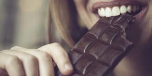 Ο βήχας σταματάει με σοκολάτα καλύτερα απ' ό,τι με σιρόπι