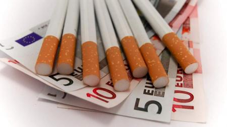 Μικρή αύξηση της φορολογίας στα τσιγάρα επέρχεται με απόφαση της ΑΑΔΕ. Από τις 31 Ιανουαρίου θα ανέλθει στα 4,1812 ευρώ.
