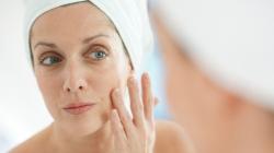 Το ιδανικό μακιγιάζ για γυναίκες άνω των 40 -Ποια προϊόντα να αποφεύγετε και ποια να προτιμάτε