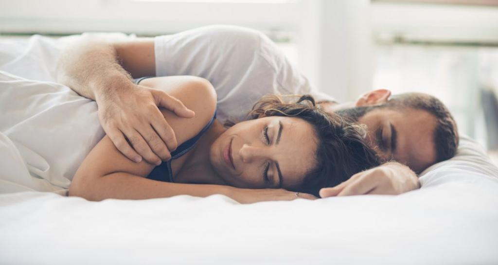 couple-sleeping-570