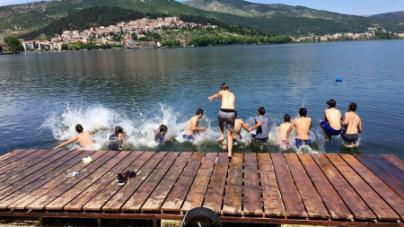 Εξαιρετικά τα νερά της λίμνη της Καστοριάς (έγγραφο)