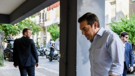 Πέφτει κι άλλο στις δημοσκοπήσεις ο ΣΥΡΙΖΑ, εν μέσω του σάλου με τα ρουσφέτια συγγενών