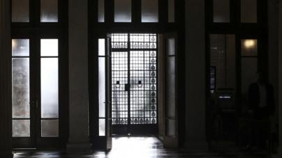 Παρήγγειλαν καταστροφείς εγγράφων στα Υπουργεία -Ετοιμάζονται για αποχώρηση