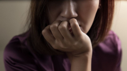 Σύνδρομο Sjögren Σγιόγκρεν: Το αυτοάνοσο που προφέρεται δύσκολα και πλήττει γυναίκες από 40-60 ετών