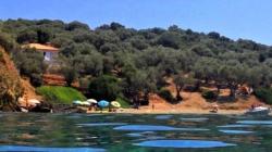 Το νησί χωρίς αυτοκίνητα που με 10 ευρώ τη μέρα κάνεις ονειρικές διακοπές (ΒΙΝΤΕΟ-ΦΩΤΟ)