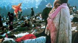 To ζευγάρι στη διάσημη φωτό του Woodstock παραμένει μαζί 50 χρόνια μετά (βίντεο)